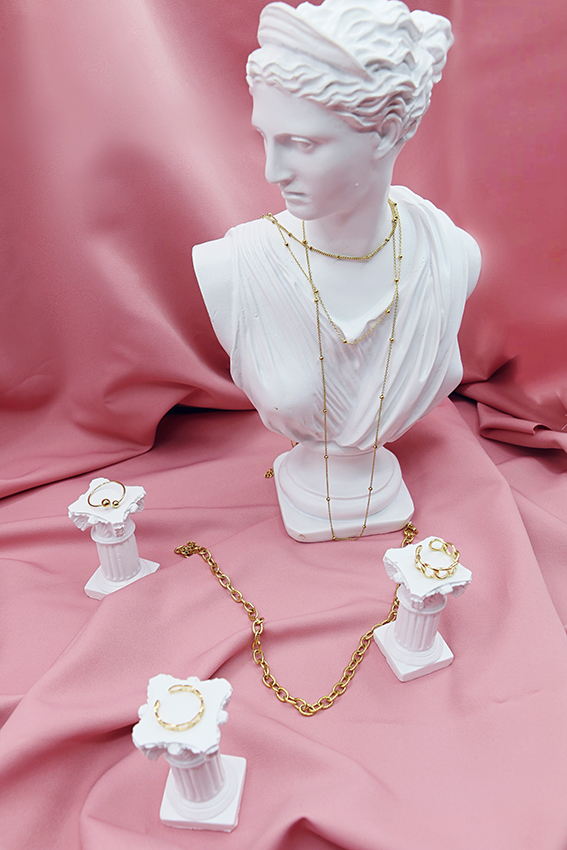 Vitrine de bijoux doré Hazanellie